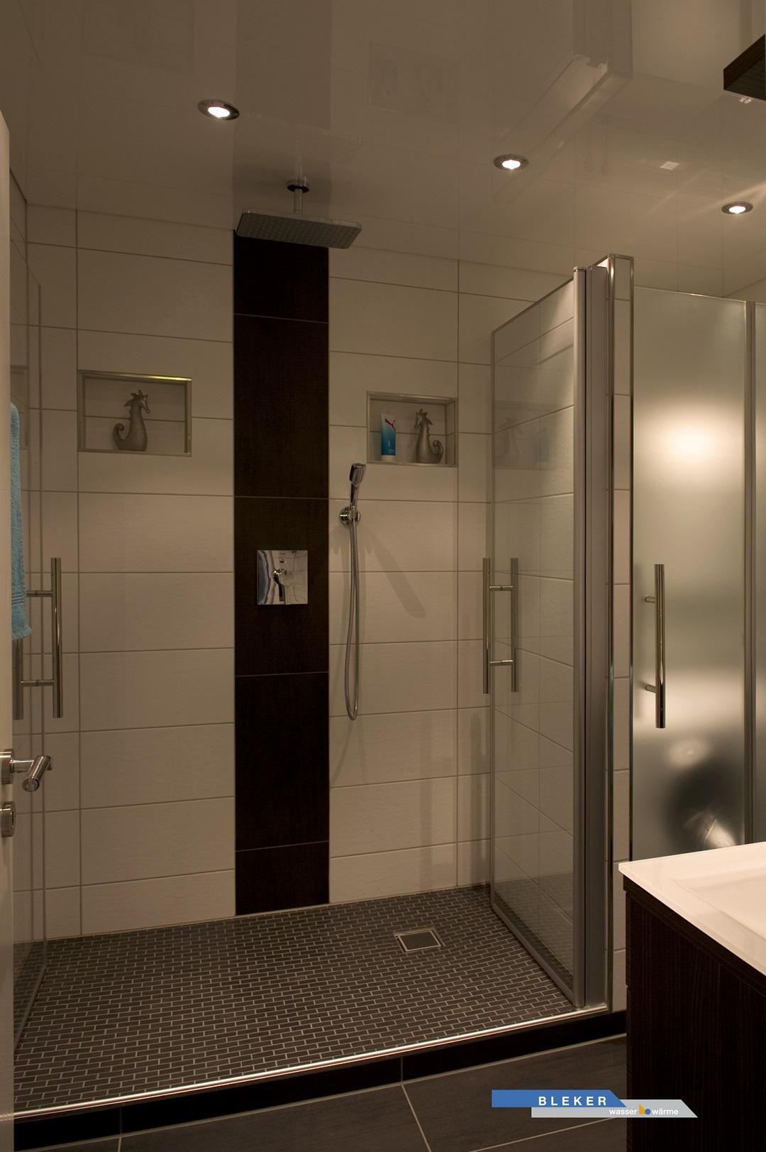 grosse breite Dusche