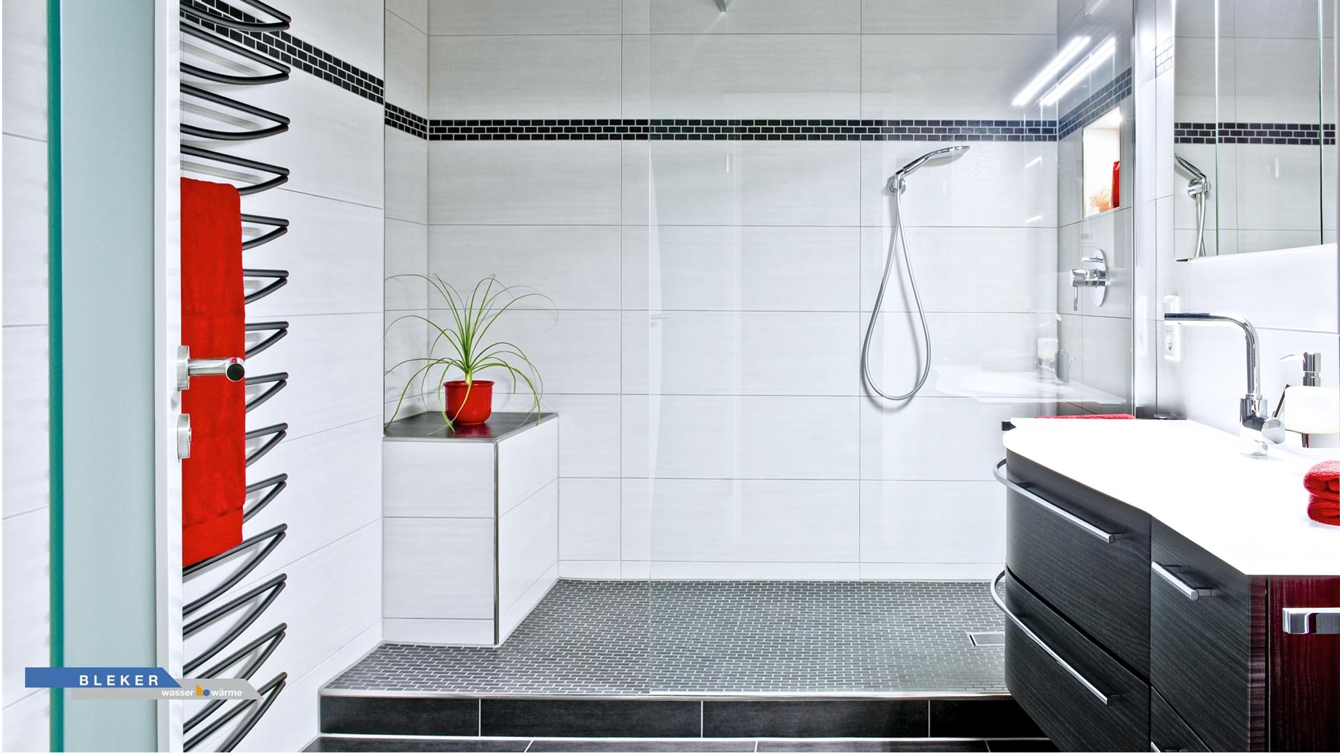Schönes Bad in schwarz weiss