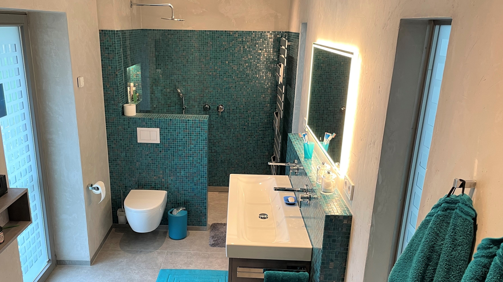 Bad in tuerkis und betonoptik in Dorsten