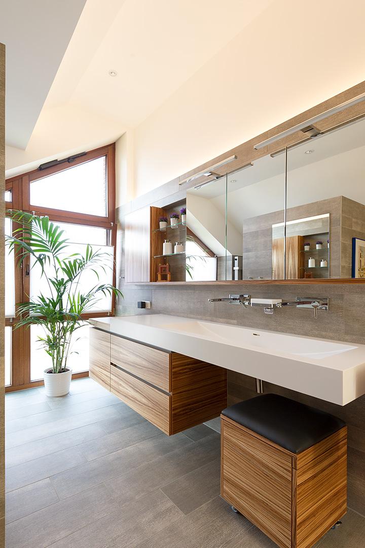 Design-Waschtischanlage mit Sitztruhe in Borken
