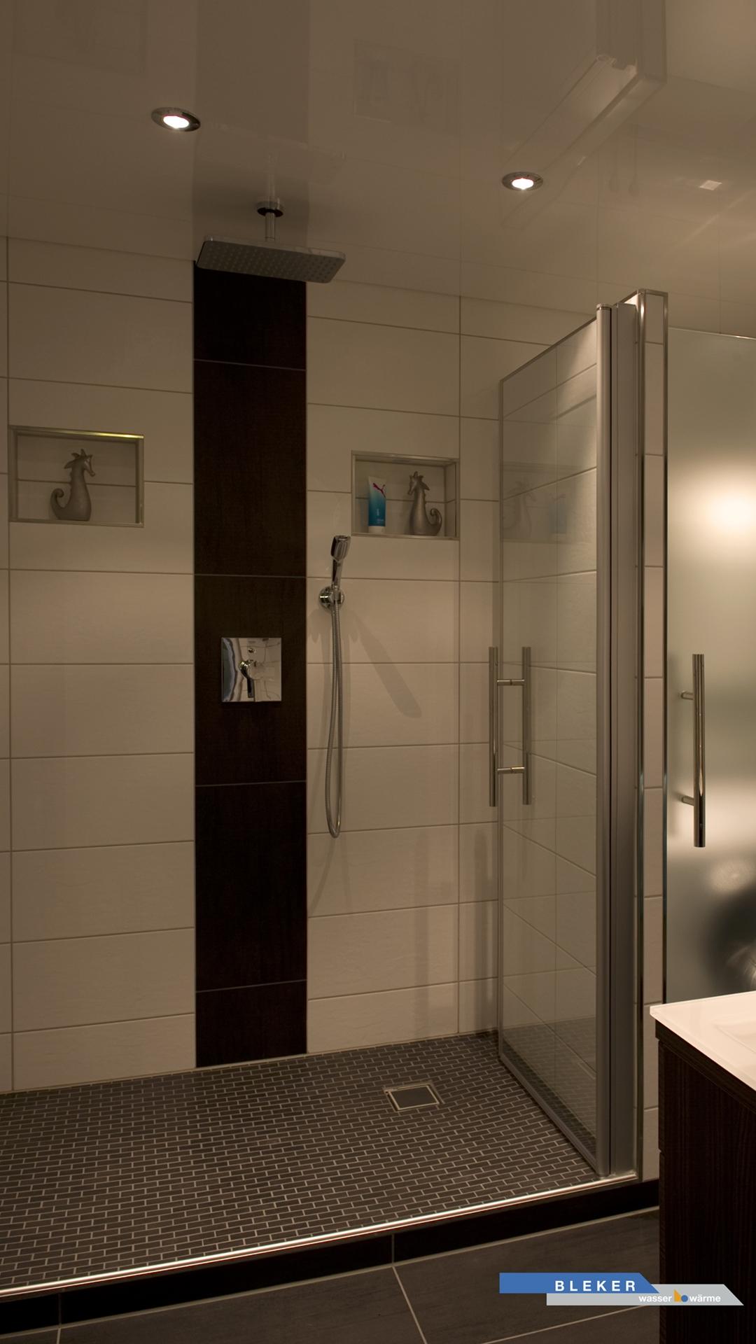 Spotlicht in großer Dusche