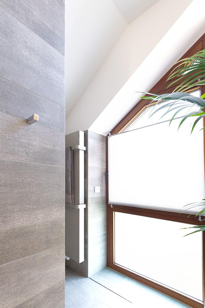 saubere Verarbeitung am Fenster in einem Bad in Borken