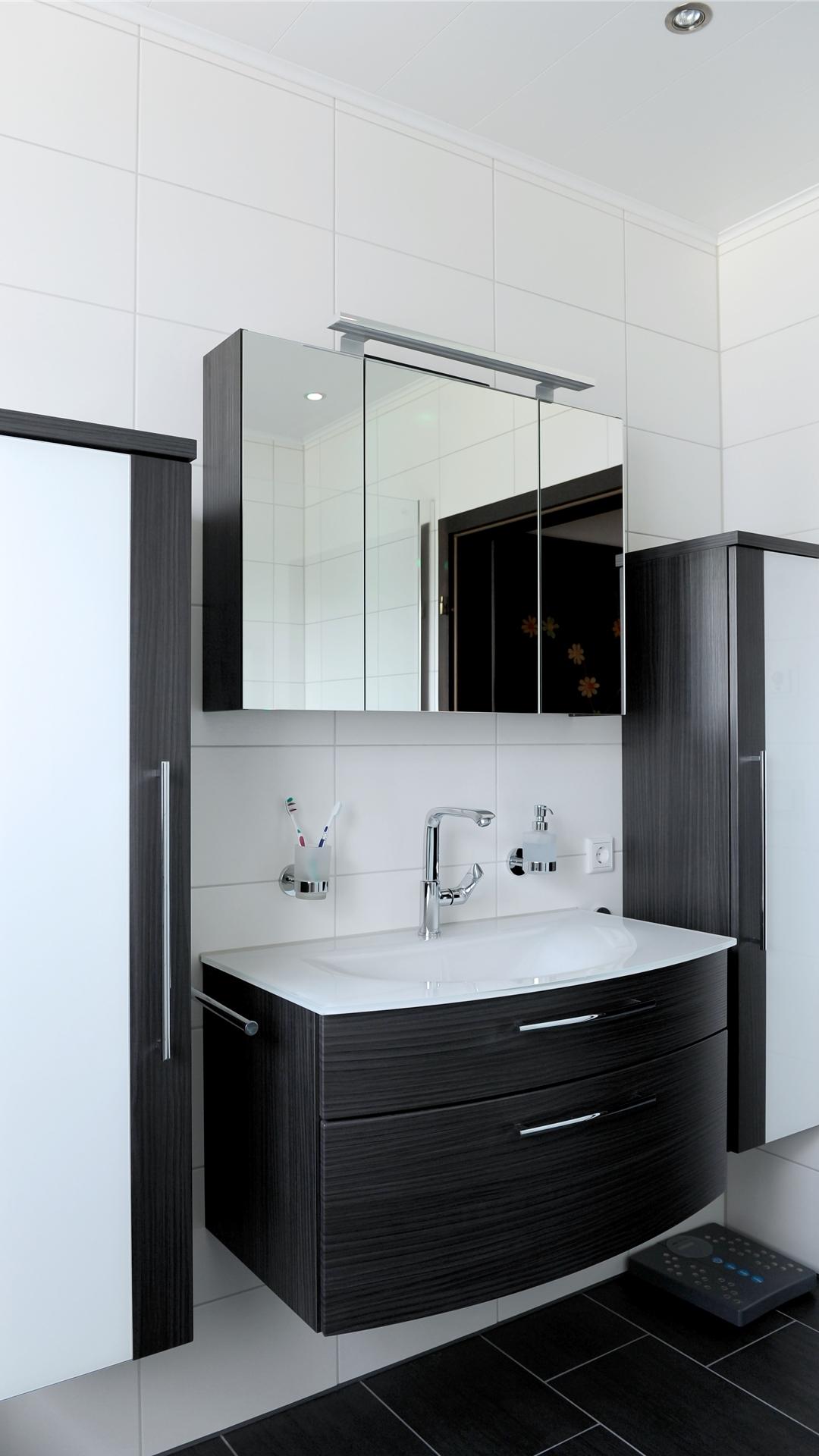 Waschtischanlage schwarzbraun mit Glaswaschtisch